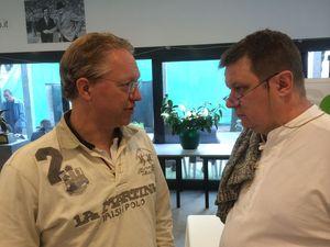 Peter Fredin ivrigt diskuterande med Michael Gromöller, Tyskland.